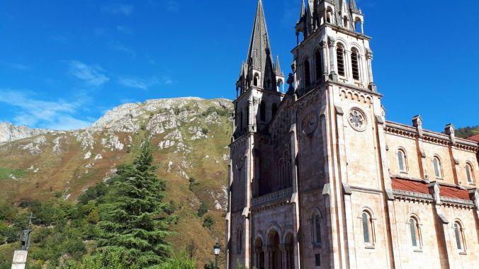 Picos gigantes. De Covadonga al lago Ercina.