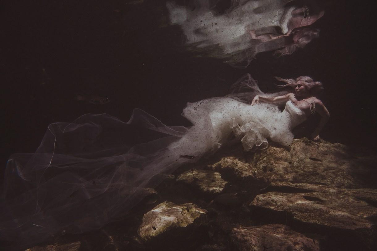 underwater trash the dress by Marcos Valdés FOTÓGRAFO