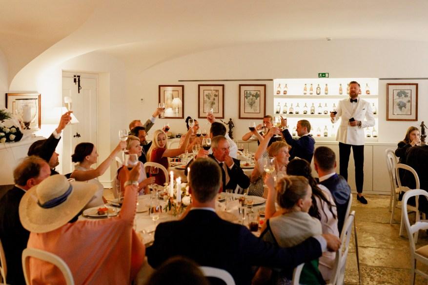 groomsman giving a speech at the wedding dinner in hotel casa palmela