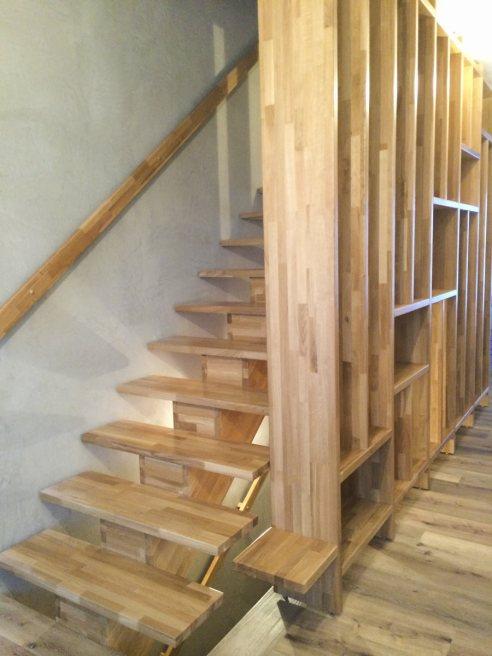 Mittelholmtreppe aus Eichenholz