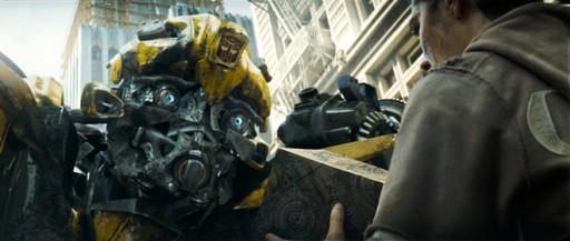 Bumblebee falando con Sam