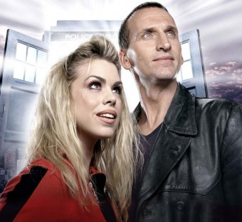 Eccleston y Piper en Dr. Who
