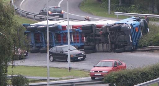 camión envorcado na Vedra