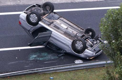 coche envorcado
