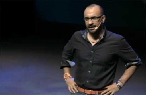 Presentador do evento de lanzamento de Socialtrend.com