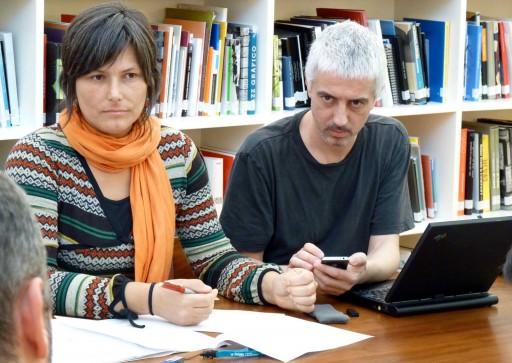 Xurxo Mariño cun iPhone 4 e un portátil IBM