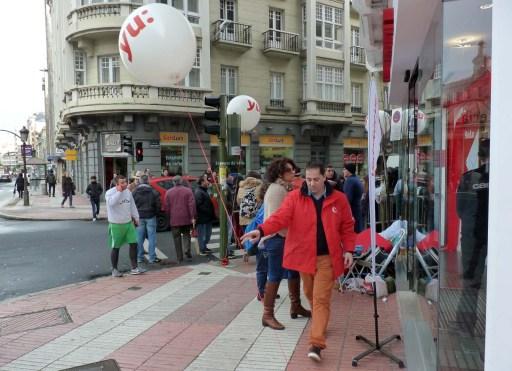 Os globos de Vodafone yu: daban boa conta do vento que facía (2 saíron voando)