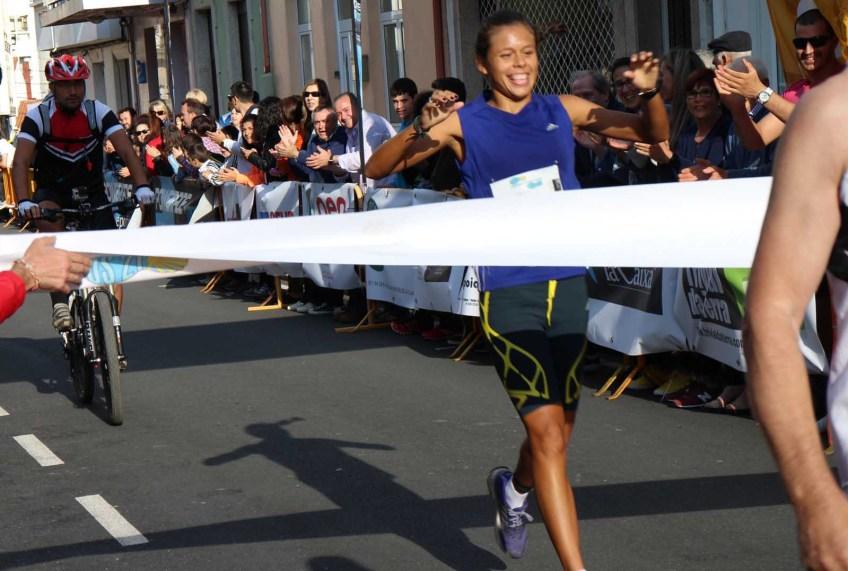 Jocelyn Brea cruzando a liña de meta