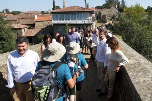 Feijoo na Ponte Romana de Furelos