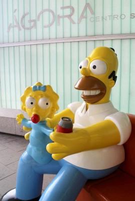 Homer e Maggie no Ágora
