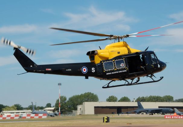 800px-Bell_412EP_Griffin_HT1_of_the_RAF_at_RIAT_2010_arp