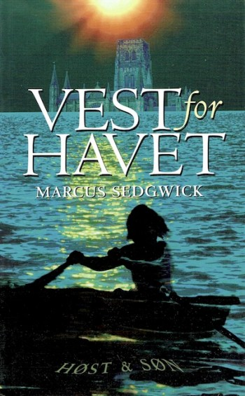 Danish cover of Floodland with girl in rowing boat and sunken cathedral in distance.