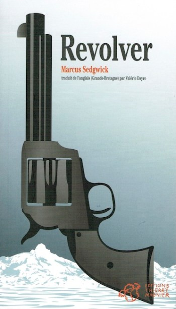 French cover of revolver showing an image of a revolver with snowy landscape.