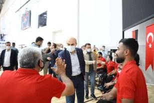 Gençlik ve Spor Bakanı Kasapoğlu'ndan Tekerlekli Sandalye Basketbol takımına destek