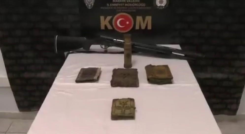 Mardin'de kaçakçılık operasyonunda altın işlemeli el yazması 5 Tevrat ele geçirildi