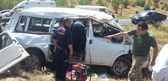 Panelvan tipi araç devrildi: 6 yaralı
