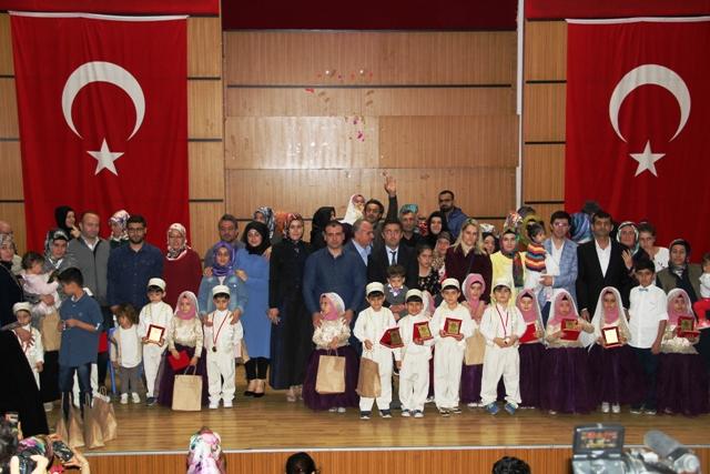 Minik Kur'an kursu öğrencilerinin yıl sonu gösterisi