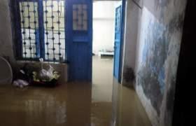 Evlerini su basan aile destek bekliyor