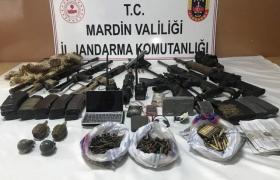 Savur'da silah, mühimmat ve patlayıcı düzenekleri bulundu