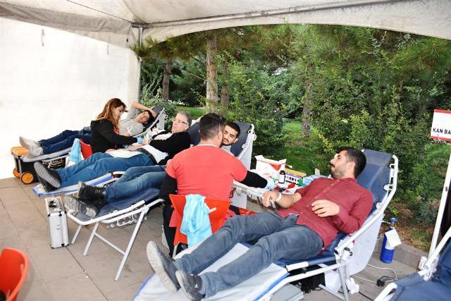 Bir Saat İçinde 100 Kişi  Kan Bağışında Bulundu