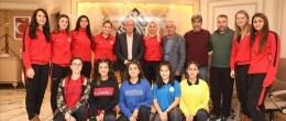 Sağlıkspor Kadın Hentbol  Takımından Başkan Tutaşı'ya ziyaret