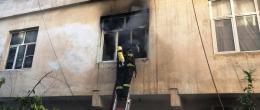 Nusaybin'de bir ev, çıkan  yangında hasar gördü