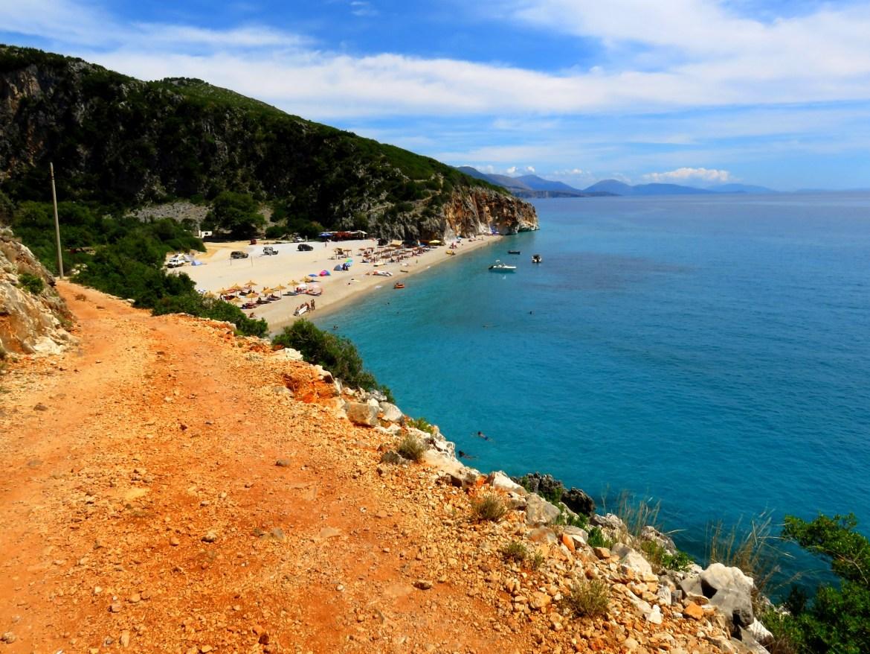 Prawie dzika plaża Gjipe