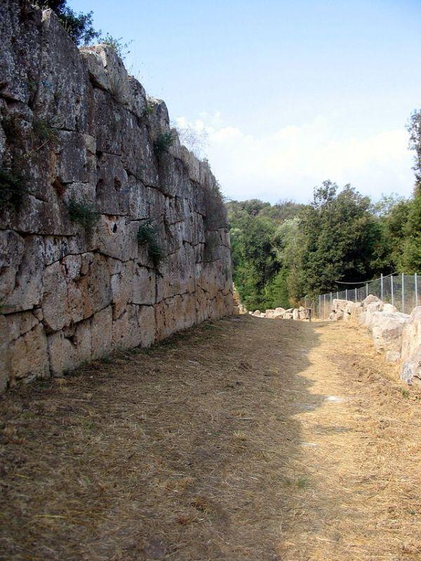Le mura città di Cosa