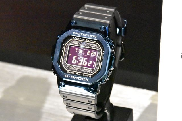 , GMW-B5000G-1 y GMW-B5000G-2: negro, azul IP y banda de resina