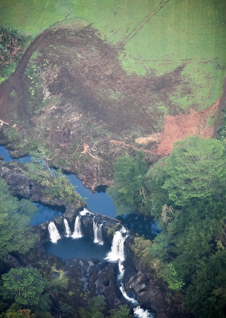 Hilo Waterfalls from Paradise Helicopters Tour