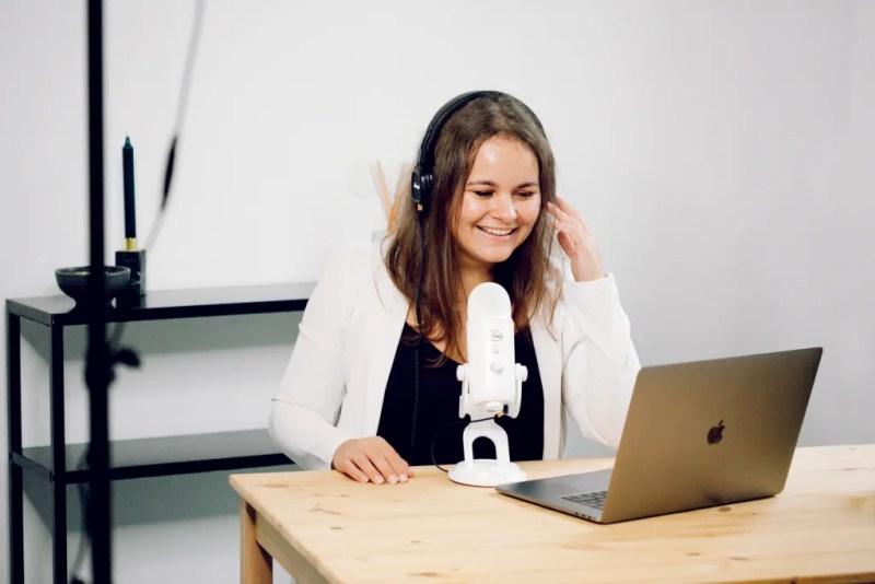 Aline Bartoli anime le podcast J'peux pas, j'ai business