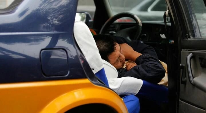 descansar en el coche