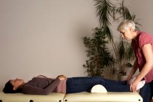 Therapeutic Touch als Gesundheitsprävention Foto: Gudrun Petersen  www.einzelbilder.com