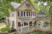 BC8687393 - Beautiful property with wrap around gazebo porch