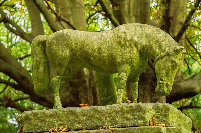 Highgate Cemetery West 15 (horse) by MrT HK