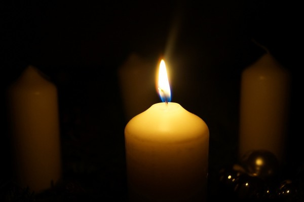 advent-wreath-558410_960_720 single candle