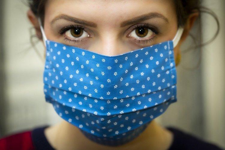 woman wearing homemade face mask