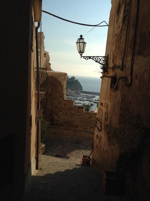 The medieval hamlet in Agropoli (SA) Photo by @FilomenaDeStefa