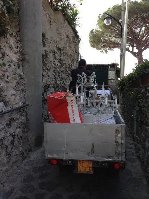 Chandelier delivery in Ravello
