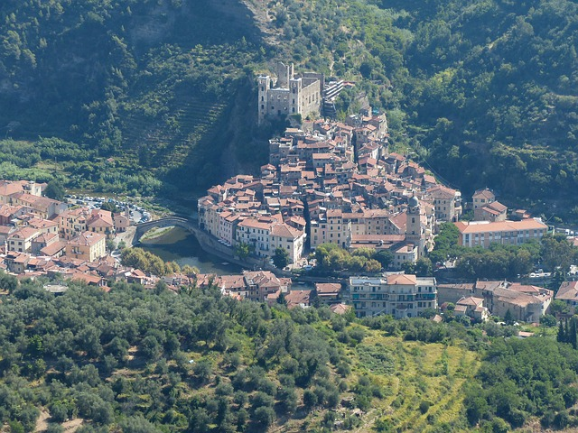 Dolceacqua photo by Hans Braxmeier https://goo.gl/Piv1q1