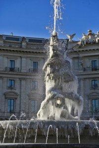 Snow in Rome at Piazza Barberini -Photo by Angelo Franceschi http://roma.repubblica.it/cronaca/2017/01/07/foto/roma_lo_spettacolo_delle_fontane_ghiacciate-155561536/1/#3
