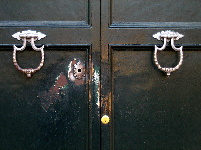 Aventine Keyhole photo by Anthony Majanlahti (Flickr)