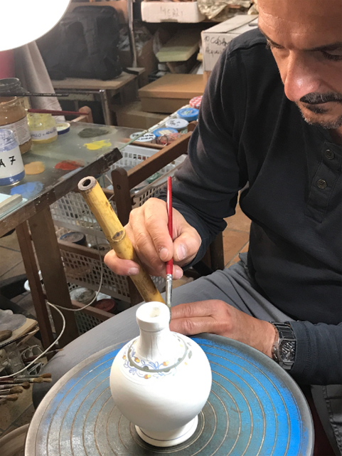 Ceramic artisan in Le Marche photo by Margien MIklas