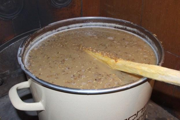 Das Maischen im großen Einkochtopf