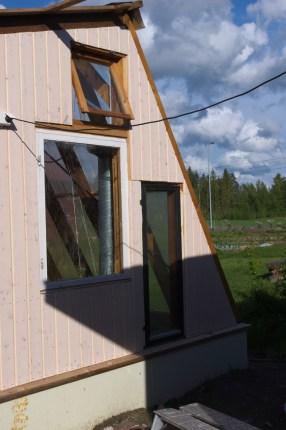 Auf der Gegenseite lässt ein kleines Fenster die heiße Luft heraus