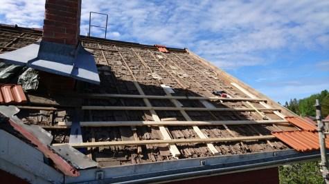 Das Unterdach mit den ersten neuen Dachlatten.