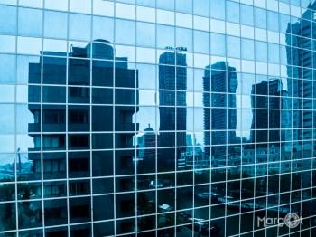 Reflectie in gebouw - De Boompjes, Rotterdam