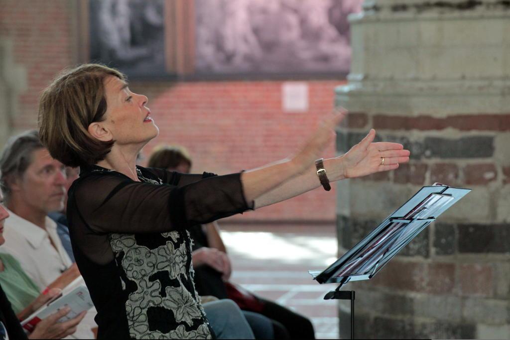 Margot dirigeert het project Hartstocht, Hemel en Hel van Key2Singing (2017).