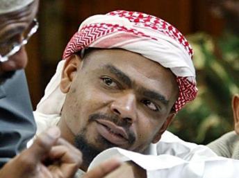 389474_aboud-rogo-mohamed-dans-le-box-des-accuses-du-tribunal-de-nairobi-le-10-novembre-2004-pour-son-implication-supposee-dans-un-attentat-contre-un-hotel-detenu-par-un-israelien-a-monbasa-au-kenya copy