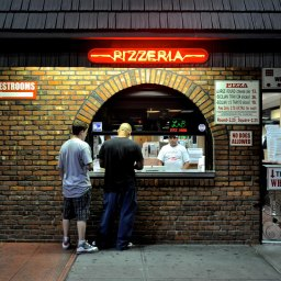 Where to eat pizza outdoors in NYC